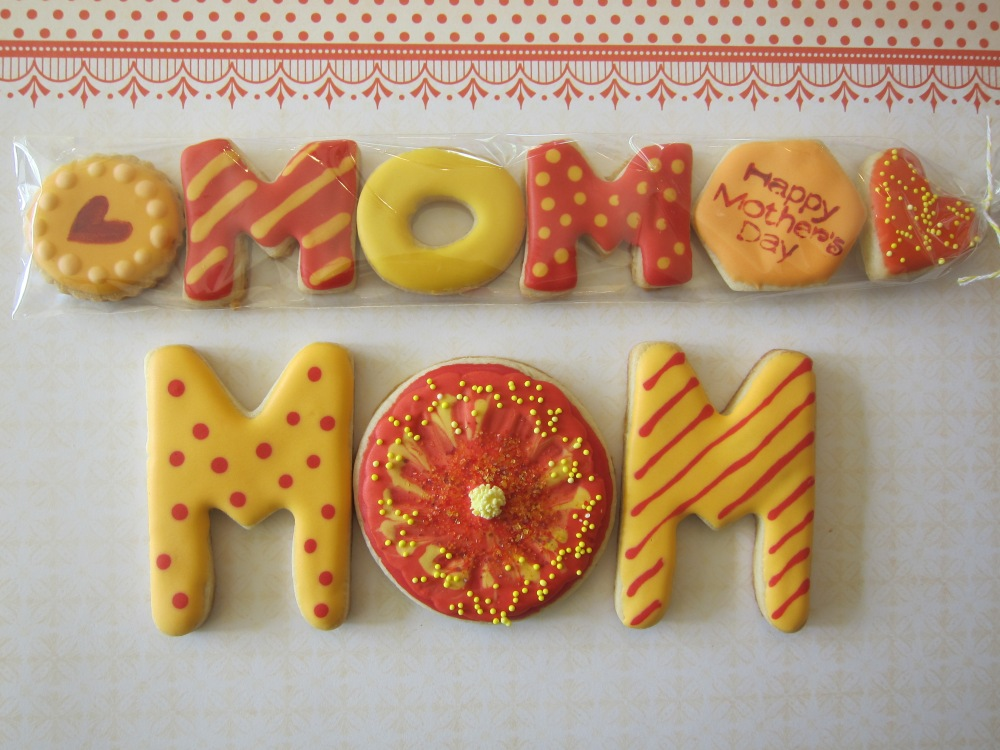 "Our popular Minis in ""Mom"" format and more sweet M-O-M..."