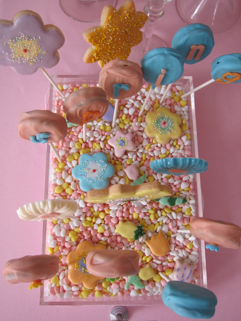 Bouquet of sugar-cookie flowers and oreo pops!