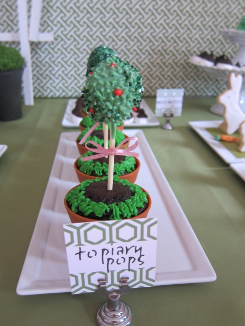 Topiary cakepops in a chocolate cupcake!