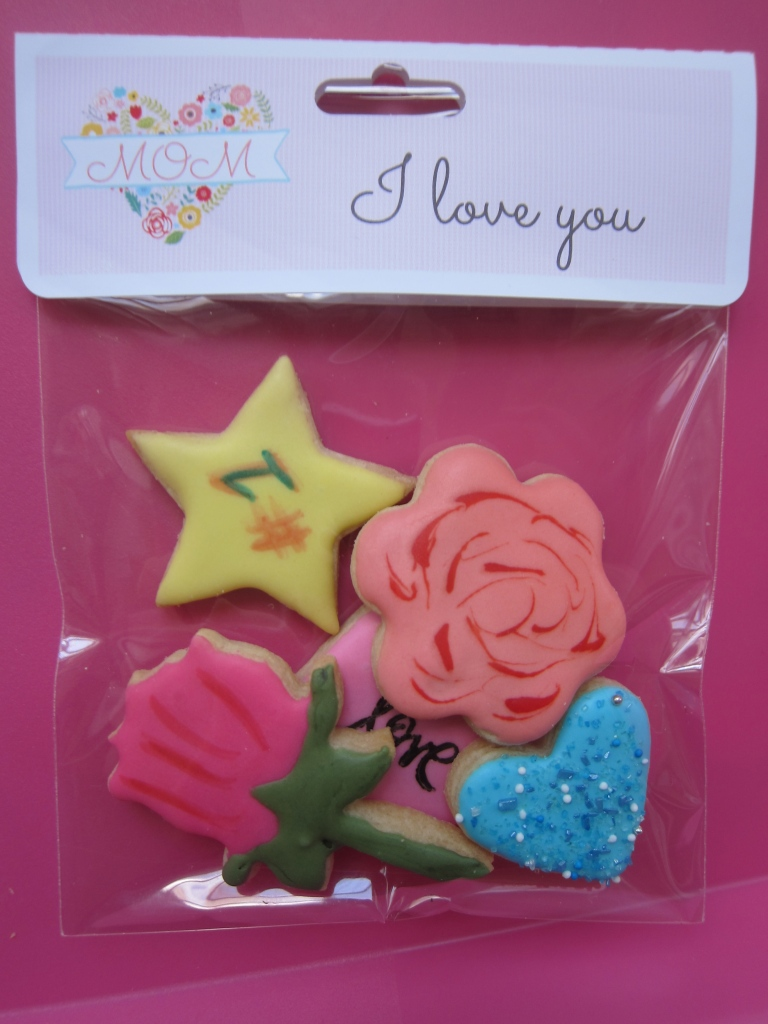 ORDER NOW:  5 Mini cookies in bag with label: $5