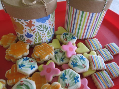ORDER NOW: 8-oz bag of cookies in decorative box : $20