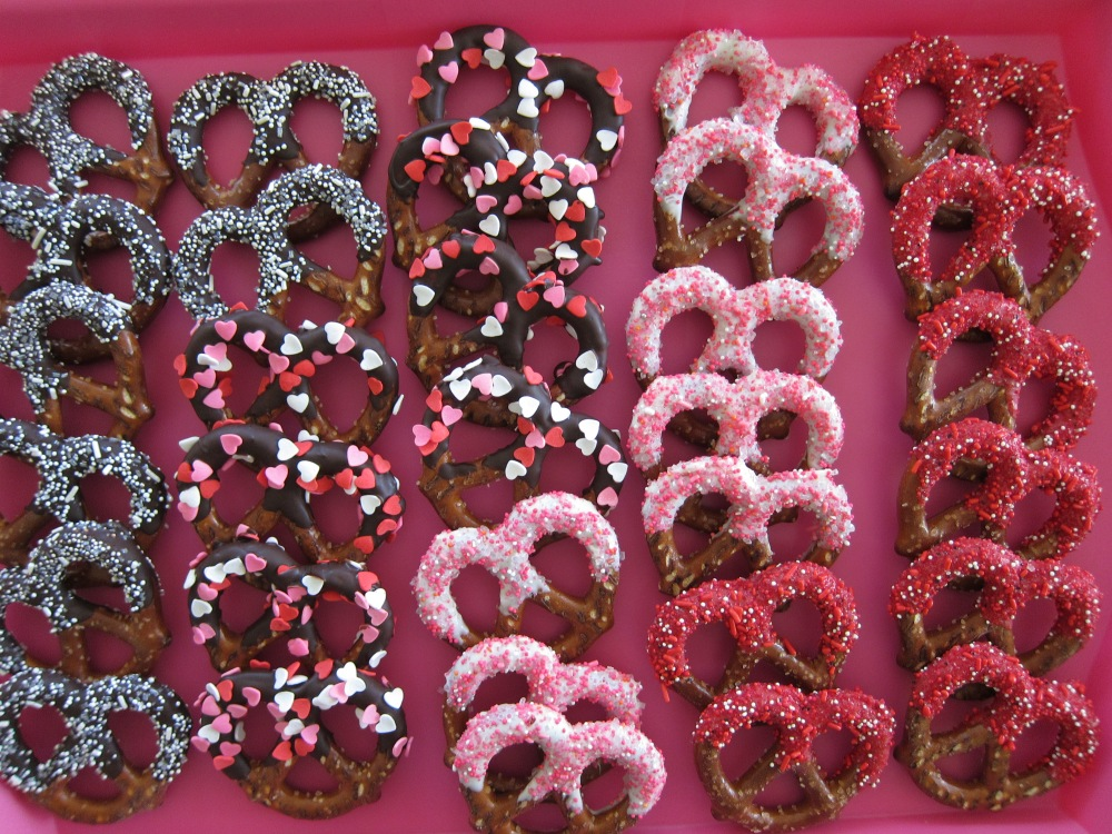 Everyone loves a crunchy candy or chocolate-dipped pretzel!!